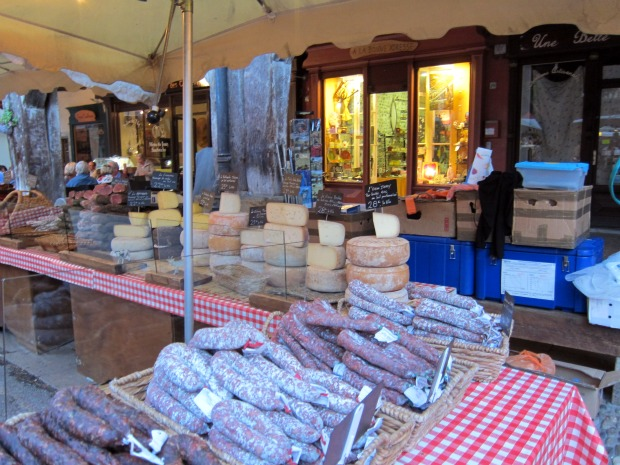 MIREPOIX Cheese and Sausage